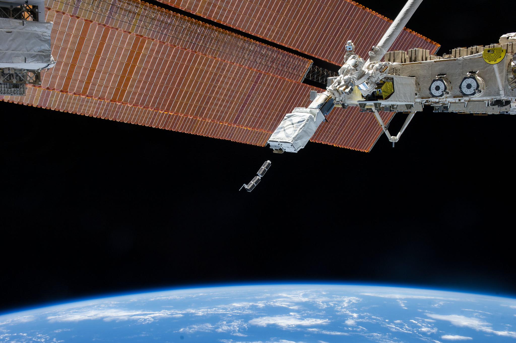 uzaydaki gozlerimiz uydu kameralari sarkac
